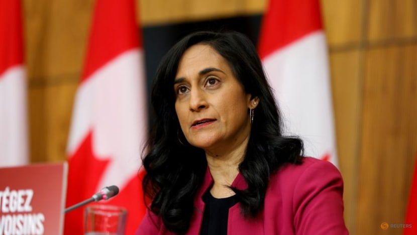 More Canadian businesses will embrace COVID-19 vaccine mandates for workers: Minister