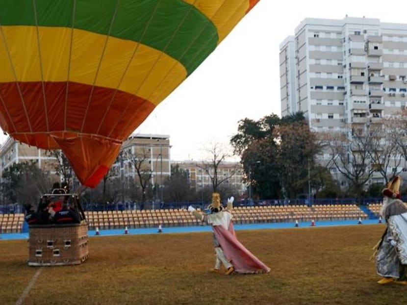 A hot air balloon but no parade for the Three Wise Men in Seville