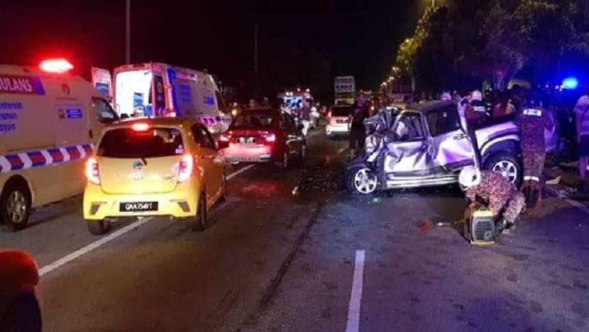 6 die in three-vehicle collision in Melaka