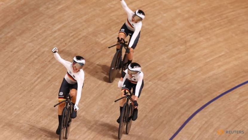 Olympics-Cycling-Germany smash team pursuit world record