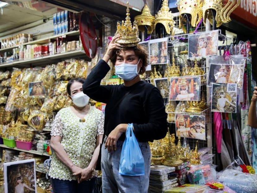 K-pop sensation Lisa thrills Thai fans with traditional headgear
