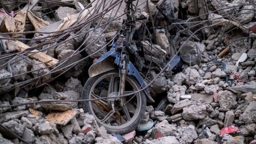 Hopes for quake survivors dwindle as storm lashes Haiti