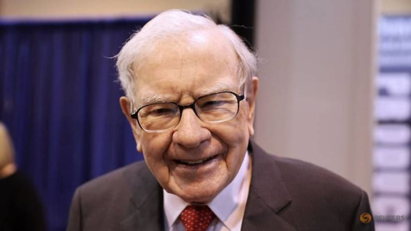 Buffett says US fighting 'economic war,' Congress must help small businesses
