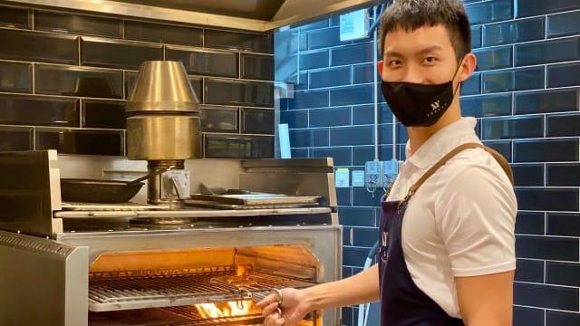 老街肉骨茶二代开餐厅 创原木烧烤欧式料理