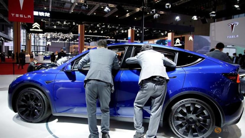 Analysis-Tesla's plans for batteries, China scrutinized as Musk drops features