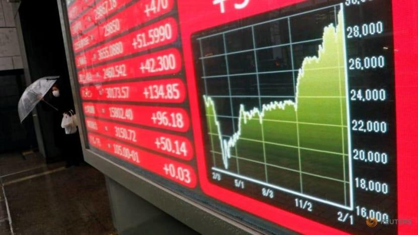 Shares struggle against rising bond yields, weak data