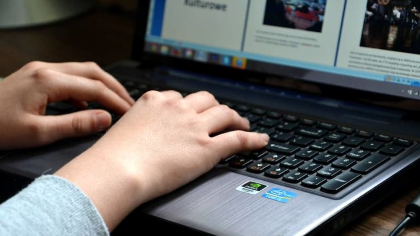 Most public officers to have secure Internet access on work laptops from November