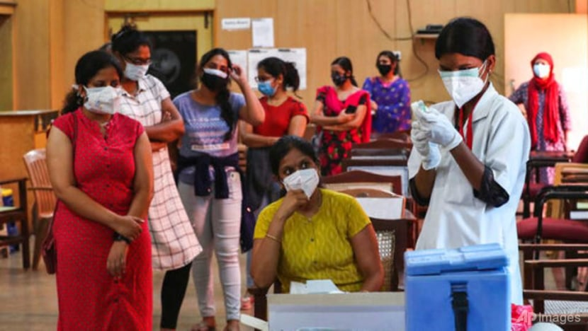 India reports 276,110 new COVID-19 infections