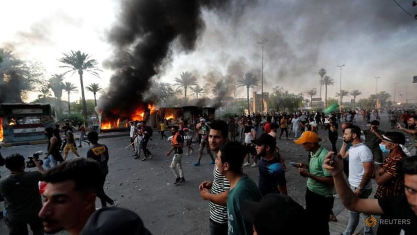 One protester dies after clashes with police in Baghdad: Report