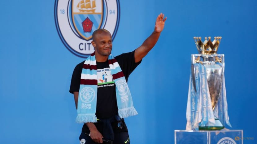 Soccer-City to unveil Silva, Kompany statues before Arsenal game