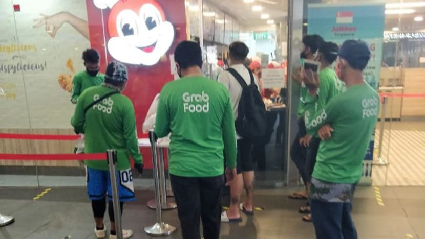 3 establishments including Putien, Jollibee fined for breaching COVID-19 safe distancing measures