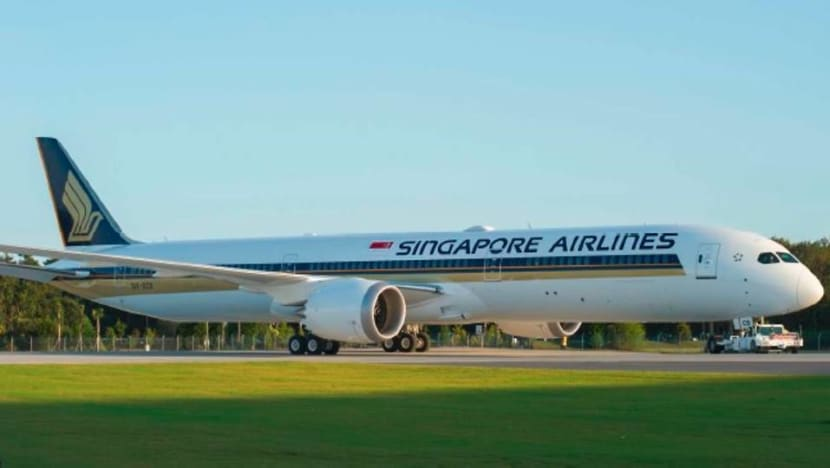 Singapore Airlines raises S$2 billion from airplane sale-and-leaseback deals