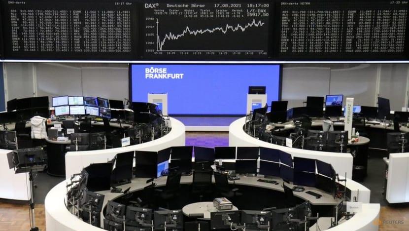 Taper talk, Delta cases push down oil, boost dollar