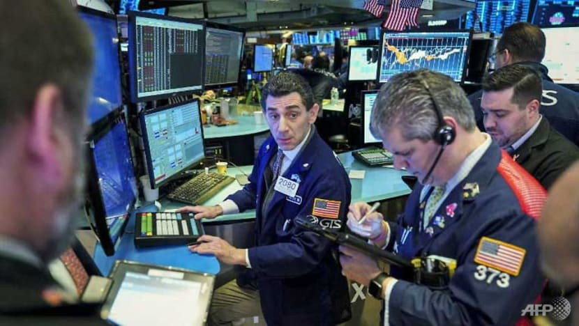 Strong bank earnings send Wall Street to four-week highs