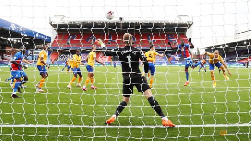 Penalty awards help Everton and United, Chelsea fight back
