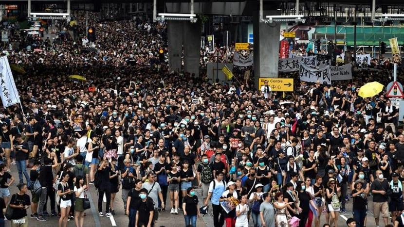 Mainlanders among Hong Kong protesters, though many stay away