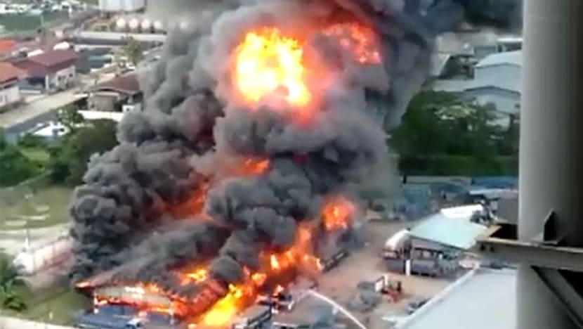 1 dead, 2 injured in massive fire at Jurong industrial area