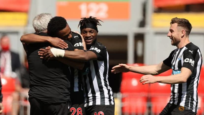 Soccer-Late Willock strike earns Newcastle 1-1 draw at misfiring Liverpool