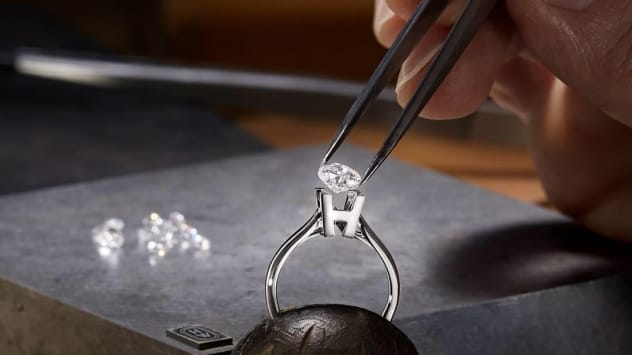 Write your love story with Harry Winston, one sparkle at a time