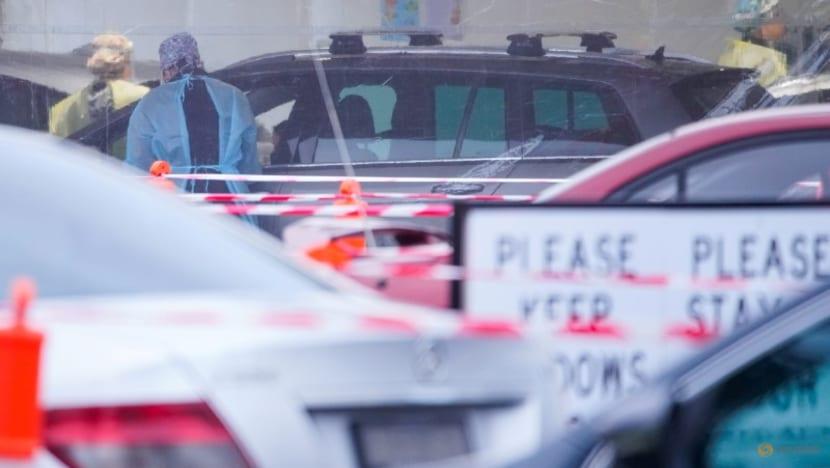 Melbourne extends COVID lockdown; 'no jab, no job' in Sydney
