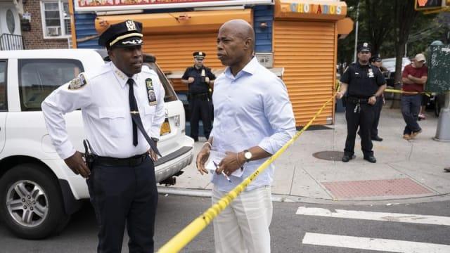 美国纽约皇后区枪击事件 十人中枪受伤