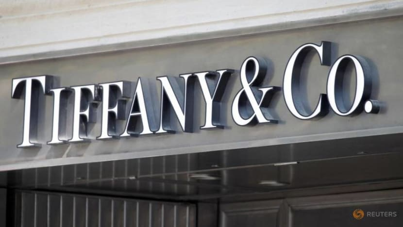 Tiffany and LVMH discuss price cut to settle deal dispute
