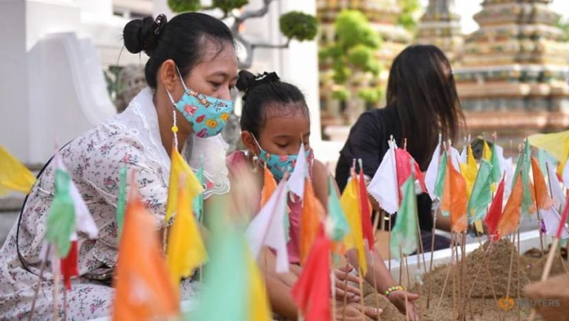 Thailand reports 965 new COVID-19 cases as Songkran holiday begins