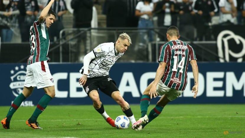 Corinthians return to winning ways against Fluminense