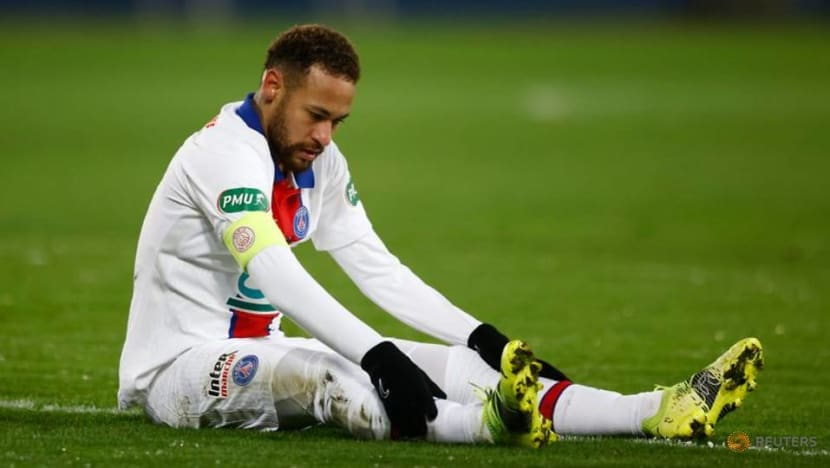 Football: Neymar limps off as PSG beat Caen in French Cup