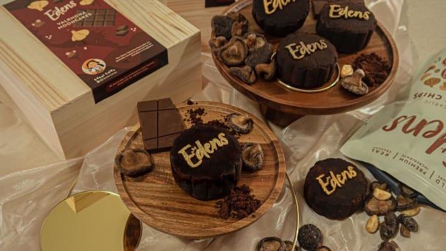 最令人意想不到的搭配!Edens推出蒜味巧克力月饼