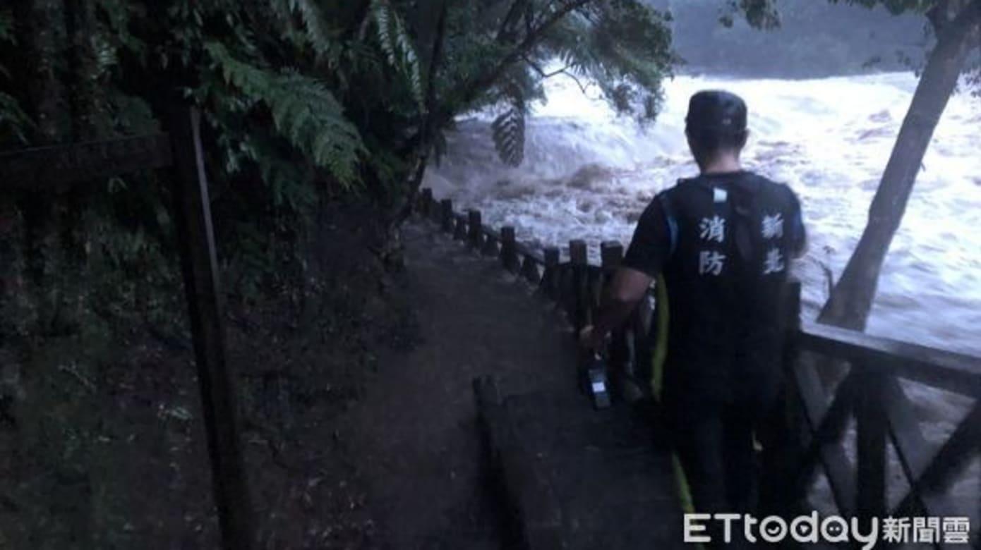 台湾虎豹潭意外事故 仍有两名孩童失踪