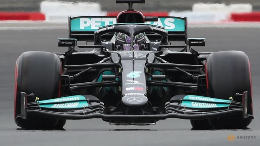 Motor racing-Mercedes vow maximum attack at Red Bull's home track