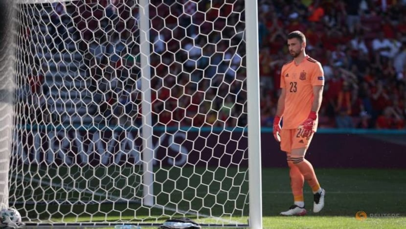 Soccer-Spain's Simon 'tortured' by error but appreciates team mates' solidarity