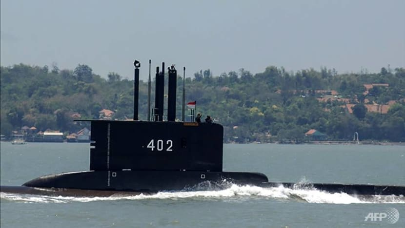 In race to find missing Indonesian submarine, carbon dioxide may be the enemy