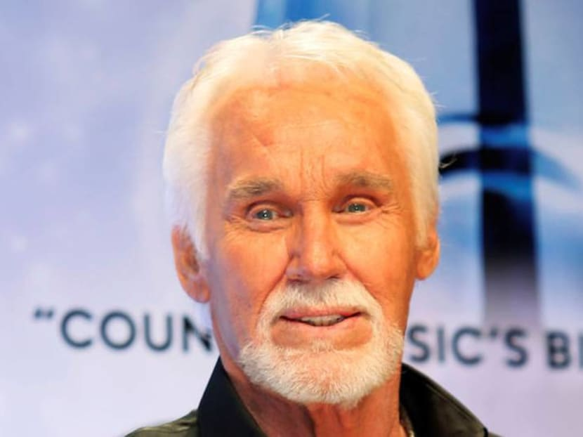 Country music icon Kenny Rogers dies