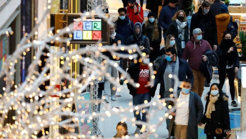 German states plan to let up to 10 people celebrate Christmas together