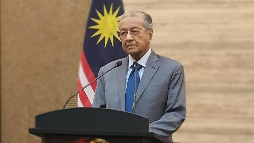 Mahathir says he wants to lead a non-partisan government