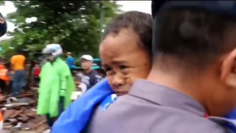 Indonesia tsunami: 5-year-old boy rescued alive from car wreck
