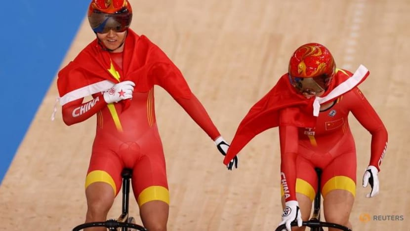 Olympics-Cycling-World records, Chinese gold as track starts with a bang