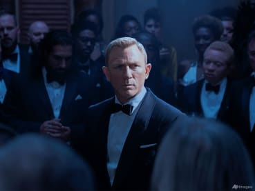 Why are James Bond's suits so ill-fitting? No Time for a Second Fitting?