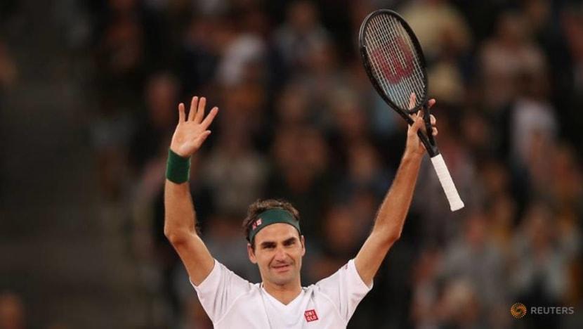 Tennis: Federer pays surprise visit to rooftop tennis girls
