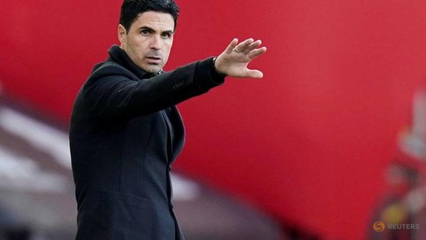 Soccer-Hope in short supply for Arsenal