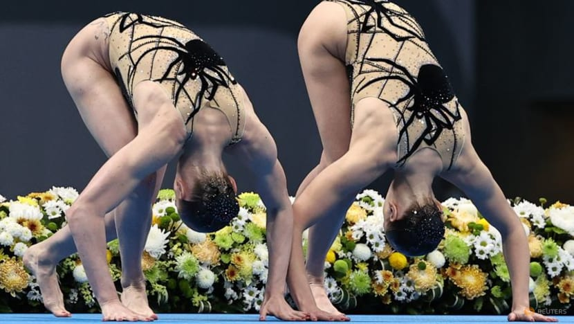 Olympics-Synchronised swimming-Russian Romashina aims to go out on golden wave