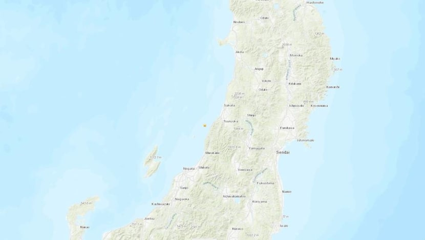 Strong quake strikes northwest Japan, triggering small tsunami, power cuts
