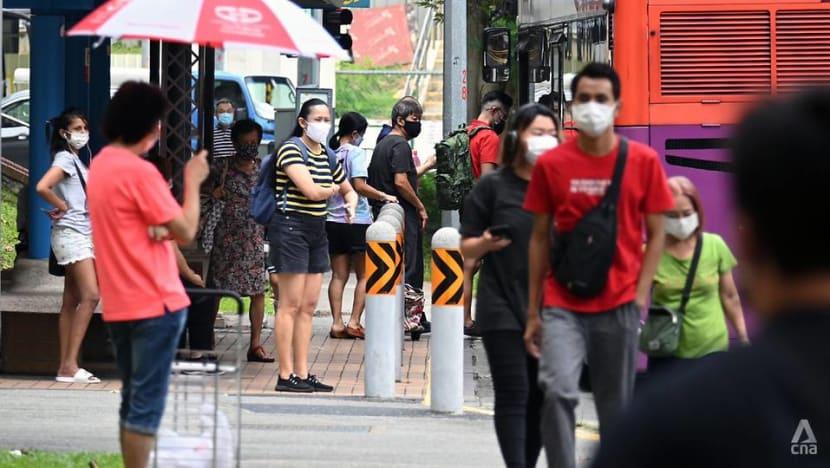 [Image: people-wearing-face-masks-in-public-sing...k=xiQYykgQ]
