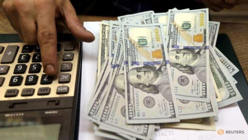 Dollar slips as US consumer spending stagnates