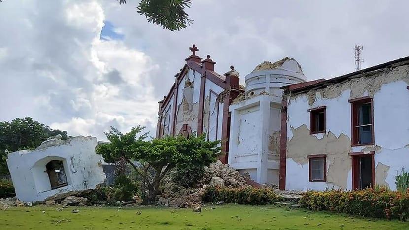 Eight killed as twin quakes strike Philippines