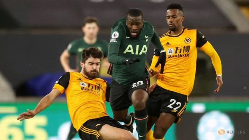Football: Spurs score after 57 seconds but draw with Wolves