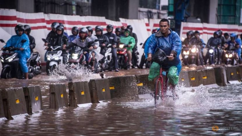 Cycling fever hits as Jakarta residents avoid congestion, public transport