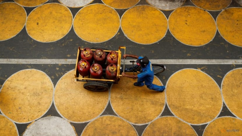 India eases rules in scheme to provide cooking gas to poor people